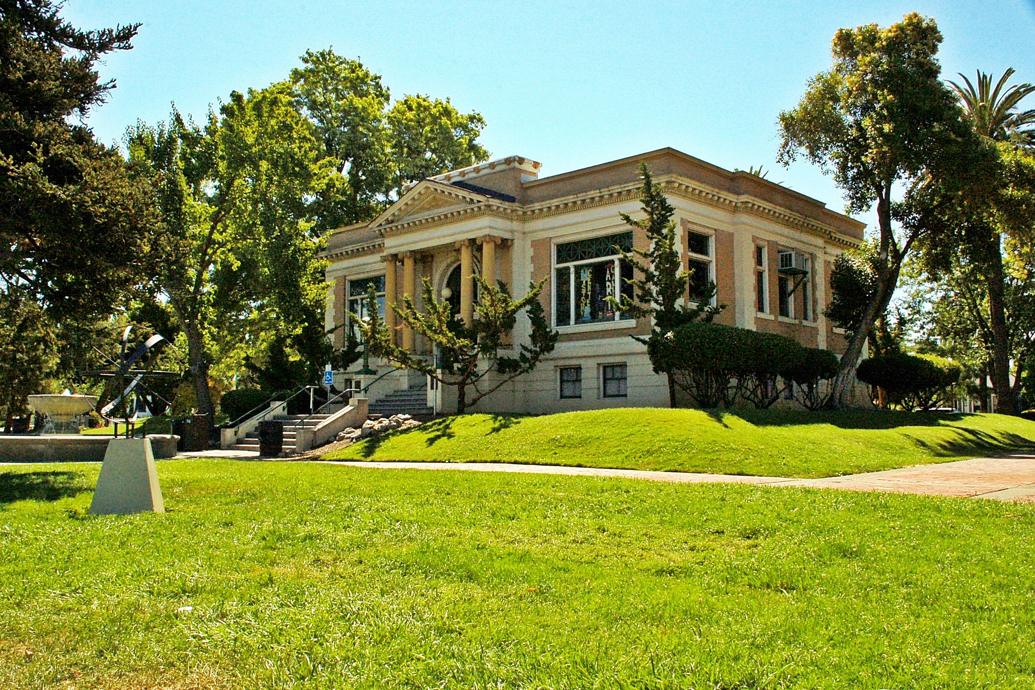 Since September 1974 the former Carnegie Library has housed the Livermore Heritage Guild's History Center and the Livermore Art Association's art gallery.