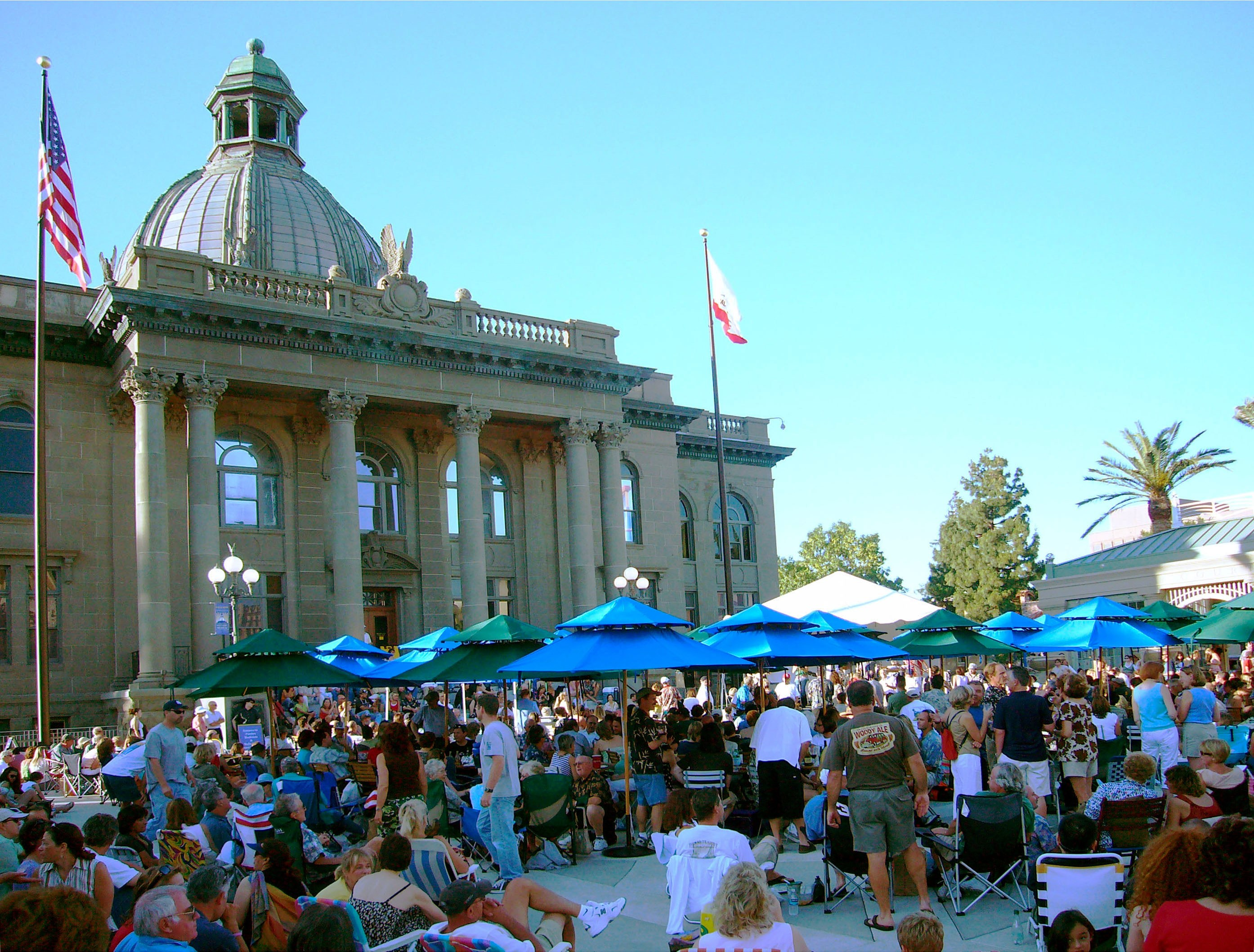 A crowd enjoys a concert in Redwood City's Courthouse Square. The Courthouse dates to 1910.
